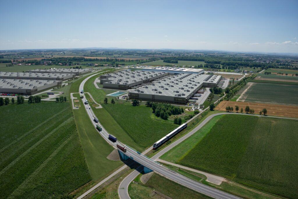 Wizualizacja hali, centrum logistycznego z drona